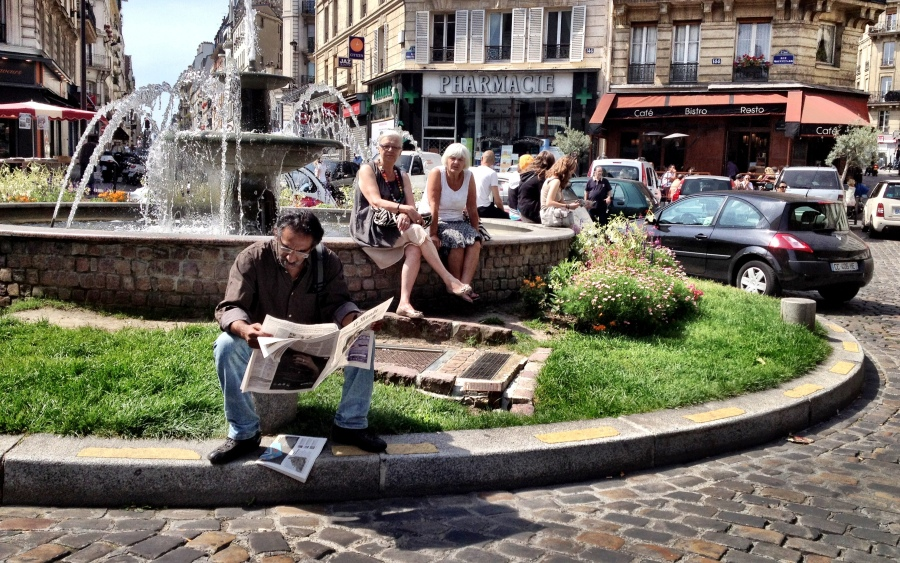 People watching: Lazy Sunday lounging, Parisian style.