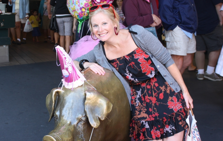 Meet Rachel the Pike Place pig & defacto symbol of Seattle.  In 2007, the Market celebrated 100 years and colourful versions of Rachel could be seen throughout the city. This is 2011: the year Rachel celebrated her 25th birthday.