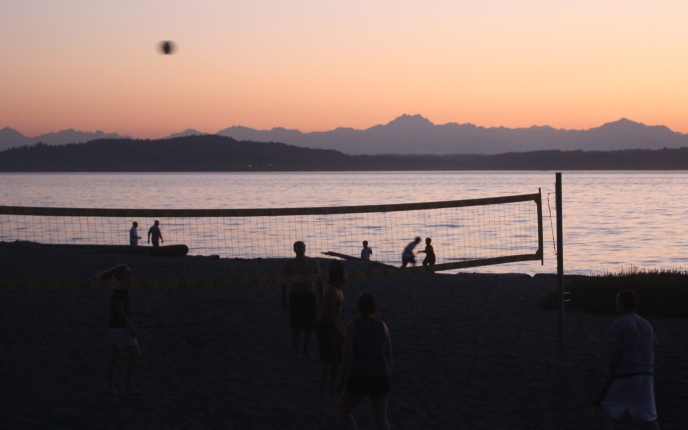 Alki Beach: amazing views of the mountains & the city