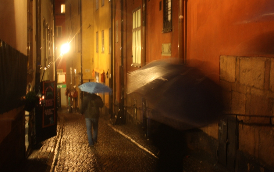 Returning to Stockholm (Gamlastan/ Oldtown) Still raining… no wonder they paint their buildings in bright colours!