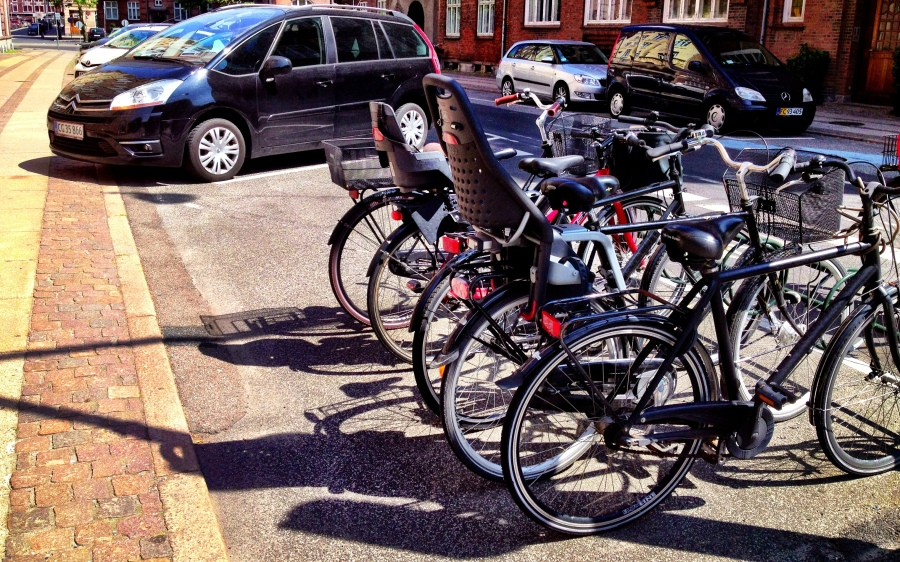 Copenhagen: how much space does it take to park a bicycle vs. a car?
