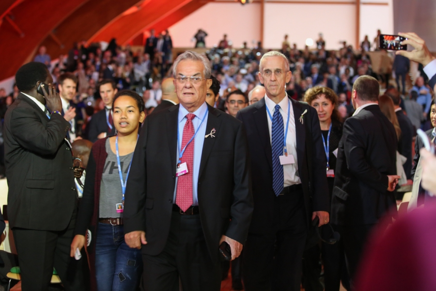 High Ambition Coalition members enter the plenary with Tony de Brum, Minister of Foreign Affairs, Marshall Islands, and US Special Envoy for Climate Change Todd Stern (Photo: IISD/ENB Kiara Worth)